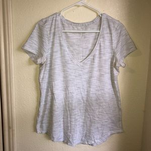 💪🏼NEW LISTING💪🏼Lululemon athletic v neck tee